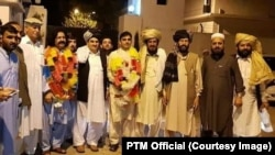 Pashtun lawmakers and rights activists Ali Wazir Mohsin Dawar (both garlanded) were released early on September 21.