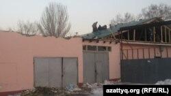 Алматыдағы №111 мектеп-гимназиясының құлаған шатыры. Алматы, 18 қаңтар 2013 жыл.