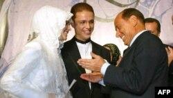 İtaliyanın o zamankı baş naziri Berlusconi 2003-cü ildə Bilal Erdoğın toyunda iştira edib