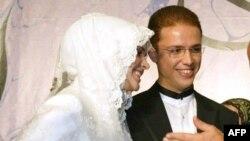 Bilall Erdogan djali i kryeministrit të Turqisë, dhe e fejuara e tij Reyyan Uzuner (Ilustrim)