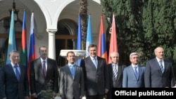 Armenia -- The presidents of Armenia and six other ex-Soviet states meet in Yalta, Ukraine, 10July 2010.