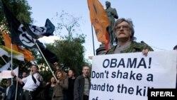 Участники акции в защиту политических заключенных обратились к президенту США, прибывшему в этот день в Москву