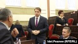 Михаил Швецов в центре