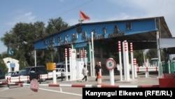 Пункт пропуска «Чалдовар» на кыргызско-казахской границе.
