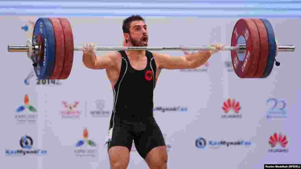 Албаниялық Даниел Годдели 77 килограмда қоссайыс бойынша жеңіске жетті. Ол -Албания тарихындағы олимпиадалық спорт түрлері бойынша алтын алған бірінші спортшы. Алматы. 12 қараша 2014 жыл.