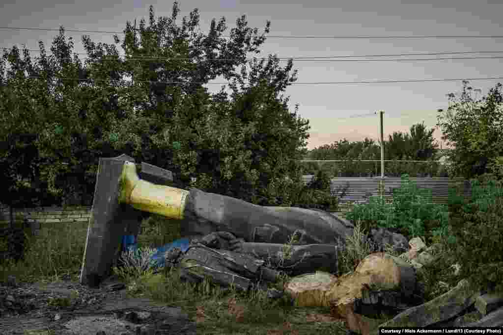 Several statues of Lenin rest among rubble in Kramatorsk.