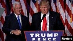 Майк Пенс (слева) и Дональд Трамп.