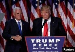 Майк Пенс та Дональд Трамп після оголошення результатів виборів, 9 листопада 2016 року