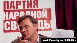 Ресейлік саясаткер Владимир Рыжков баспасөз мәслихатында. Мәскеу, 23 маусым 2011 ж.