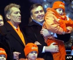 Віктар Юшчанка і Міхэіл Саакашвілі ў Кіеве, 1 студзеня 2005
