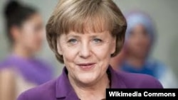 آنگلا مرکل، صدراعظم آلمان روز جمعه کنفرانس خبری مشترکی را با محمود عباس برگزار کرد.