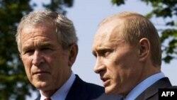 Видимо, Джордж Буш еще не знает, что движет Владимиром Путиным - стремление к диалогу и сотрудничеству или попытка сорвать переговоры по ПРО