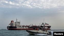 A boat of Iranian Revolutionary Guard sails next to Stena Impero, July 21, 2019