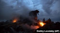 Одно из мест падения обломков «Боинга», 17 июля 2014 года