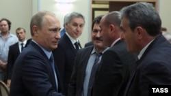 Путин Сочида Кырым вәкилләре белән очраша. Уңнан өченче - Ремзи Ильясов