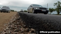Балыкчы-Корумду жолунун курулушунан тартылган сүрөт. 28-июль, 2016-жыл.
