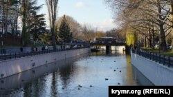 В Симферополе завершают реконструкцию набережной Салгира (фотогалерея)