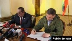 Ватажок угруповання «ДНР» Олександр Захарченко (п) оголосив про створення «Малоросії». Його колега з угруповання «ЛНР» Ігор Плотницький (л) наразі не коментував цієї заяви