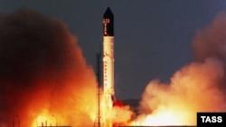 Запуск ракеты-носителя «Протон-М» на космодроме Байконур.