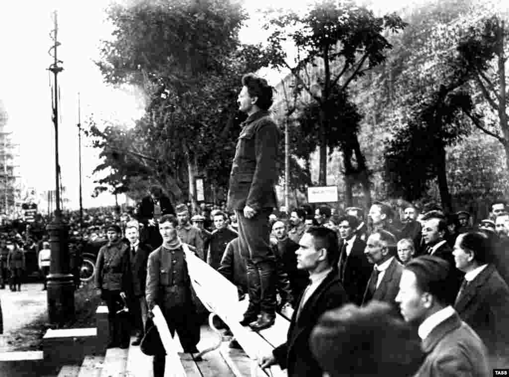 Leon Trotsky pays tribute to the victims of a bomb attack at the Moscow headquarters of the Communist Party on September 26, 1919. Anarchists and other leftists were blamed for killing 12 people and injuring 55.