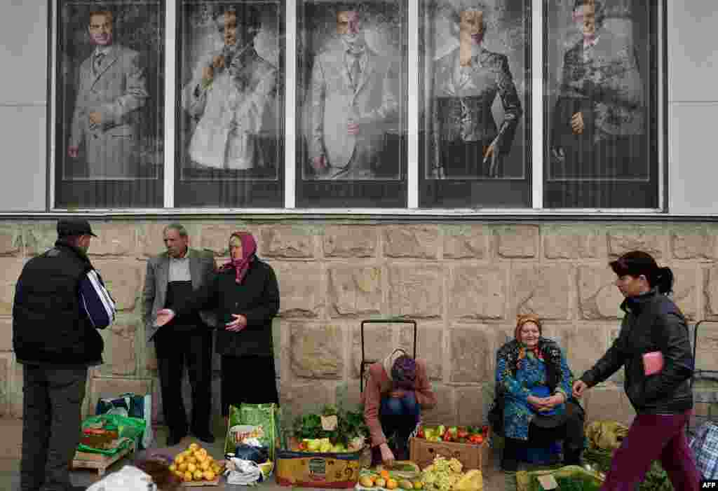 Vendors sell their goods along a street as Moldovans shop in Chisinau. (AFP/Daniel Mihailescu)