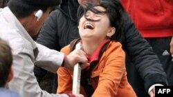 Киргизия. Ош. Столкновения между сторонниками оппозиции и президента Курманбека Бакиева в 2010 году