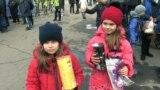 После общения с Юлієй Тимошенко дети получили конфеты