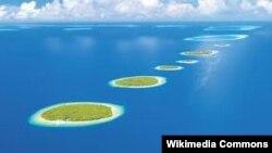 Мальдивские острова в Индийском океане - знаменитый центр притяжения туризма