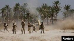 Іракські солдати під час сутички з ісламістськими бойовиками на південь від Багдада, 30 червня 2014 року