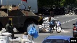 Сепаратистский блокпост на въезде в Донецк.
