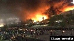 Охваченное огнем здание консульства Ирана в Басре. 7 сентября 2018 года