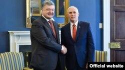 Президент України Петро Порошенко і віце-президент США Майк Пенс на зустрічі у Вашингтоні, 20 червня 2017 році