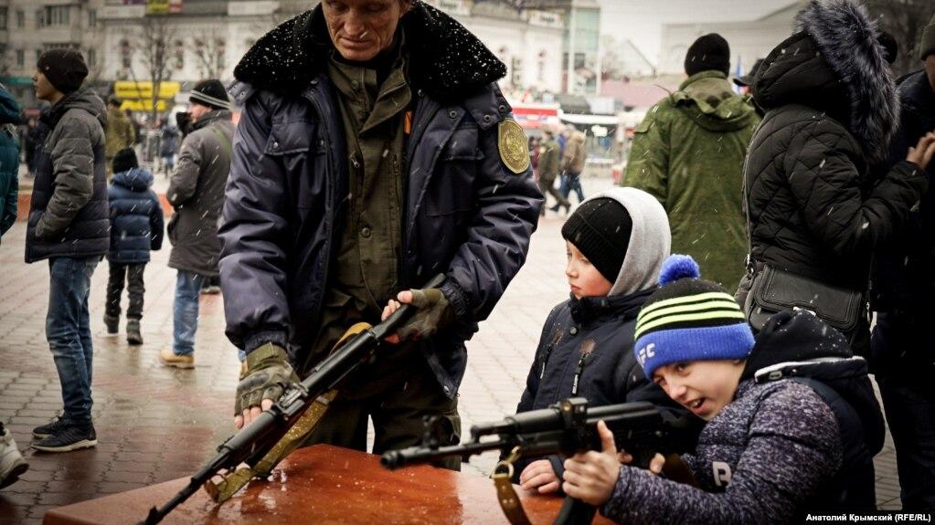 Выставка военной техники на площади Ленина в Симферополе, 23 февраля 2018 года