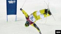 Казахстанский фристайлист Дмитрий Рейхард во время выступления на Олимпиаде в Сочи.