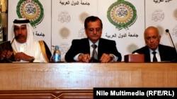 جانب من المؤتمر الصحفي الذي عقد في جامعة الدول العربية بمشاركة وزيري خارجية قطر ولبنان و أمين عام الجامعة