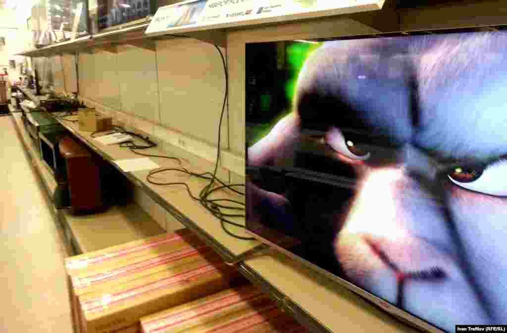 Секция электроники в одном из сетевых магазинов Москвы