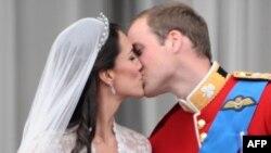Foto nga martesa e Proncit Uilliam me Kejt Midëllton