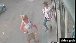 Изображение похитительницы с камеры наружного наблюдения