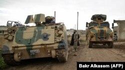Militari sirieni sprijiniți de turci la manevre în apropiere de Tal Hajar în provincia Alep
