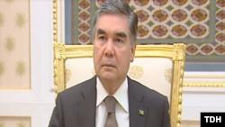 Prezident Gurbanguly Berdimuhamedow wideoşekilli aragatnaşykda maslahat geçirýär. 23-nji awgust, 2019.