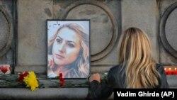 Građani odaju poštu ubijenoj novinarki Viktoriji Marinovoj u gradu Ruse, njenom rodnom gradu u kojem pronađena mrtva