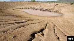 Kao najekstremnije situacije, WMO je naveo sušu i glad na Afričkom rogu iz 2011/2012