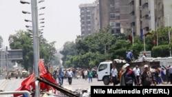 Место столкновений перед базой Республиканской гвардии в Каире 8 июля