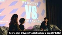 Учасники дискусії «Культура vs пропаганда» Лариса Денисенко, Ірена Карпа та Любко Дереш (зліва направо)