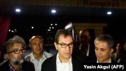 Gazetari turk, Kadri Gursel, flet për mediat pas lirimit nga burgu.