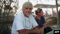 Юрґен Кантнер (на старому фото з дружиною 2009 року, зробленому в Сомалі) був затятим яхтсменом і не боявся виходити у плавання в небезпечних місцях