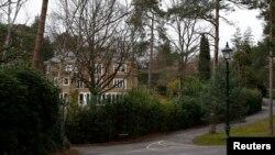 На этом месте (Granville Road on the St George's Hill) 28 ноября 2012 года во время пробежки умер Александр Перепиличный