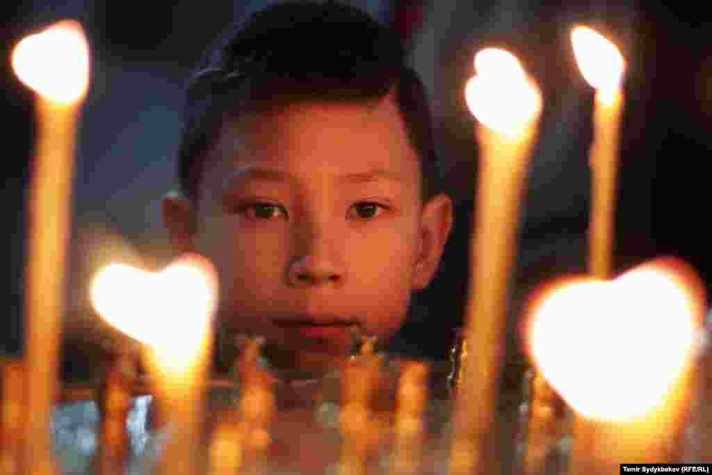 В Кыргызстане, по примерным подсчетам, проживает около 500 тысяч последователей православного христианства.