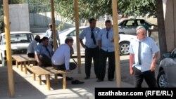 Aşgabatda sürüjileriň täzelenen uniformasynyň ýene çalşyryljakdygy aýdylýar