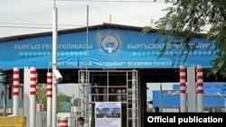 """Пункт пропуска """"Чалдовар"""" на кыргызско-казахстанской границе."""